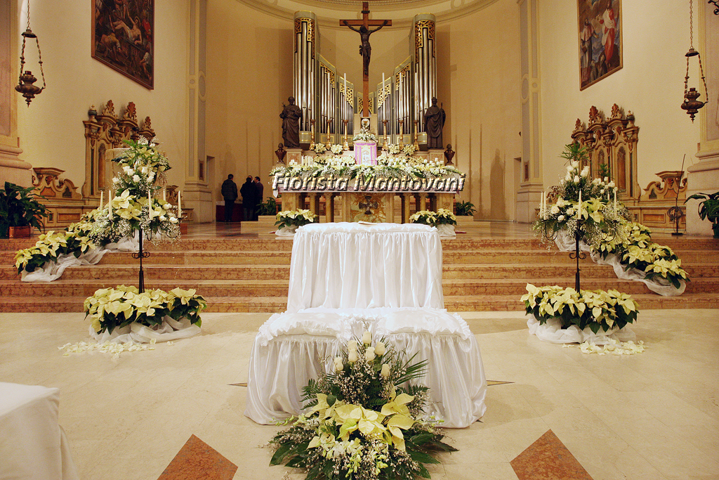Matrimonio Natale Chiesa : Chiesa stelle e rose bianche fiorista mantovani