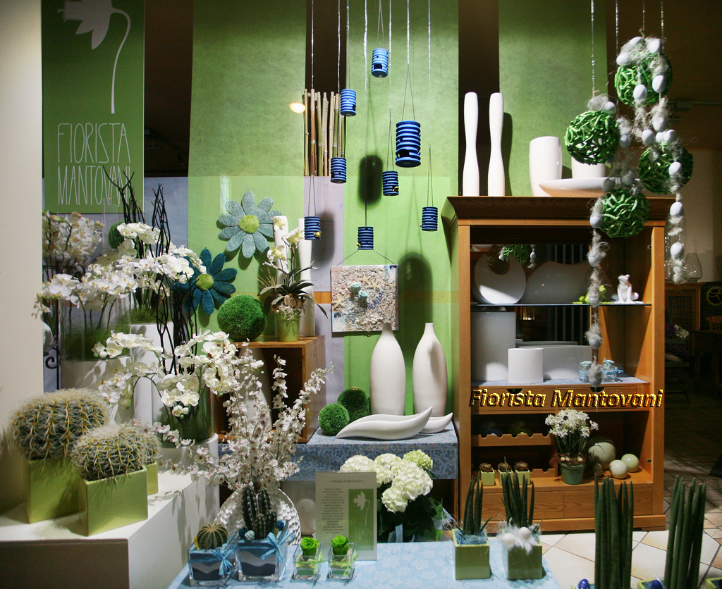 Vetrine primavera verdazzurro fiorista mantovani - Idee per vetrine primaverili ...